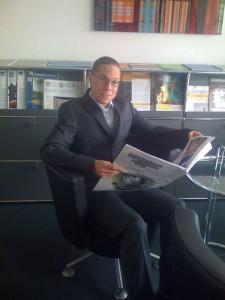 Paul liest die Computer Zeitung