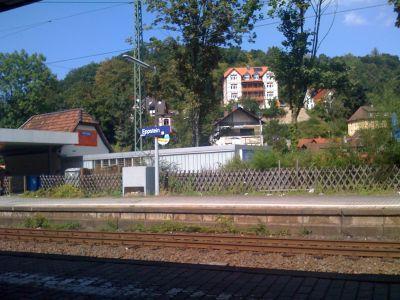 Der Bahnhof von Eppstein. Schöne Aussicht, aber in der Unterführung riecht es wie in jedem Kleinstadtbahnhof nach Urin:D