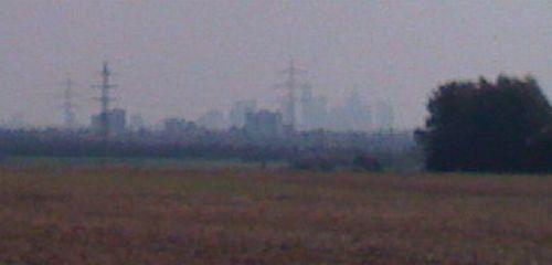 Wenn man heranzoomt, kann man die Frankfurter Skyline noch erahnen